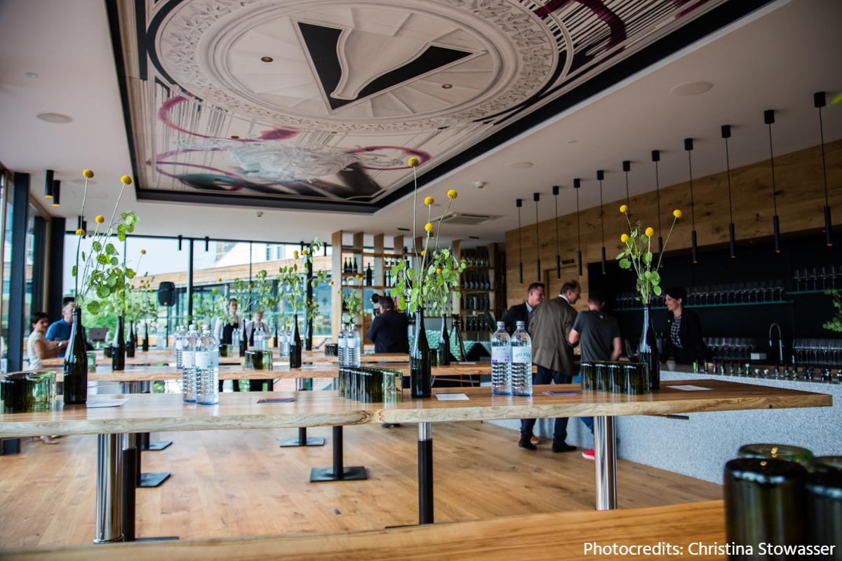 Weingalerie HAGN, Mailberg (und) Jung! Spritzig! Hagn!