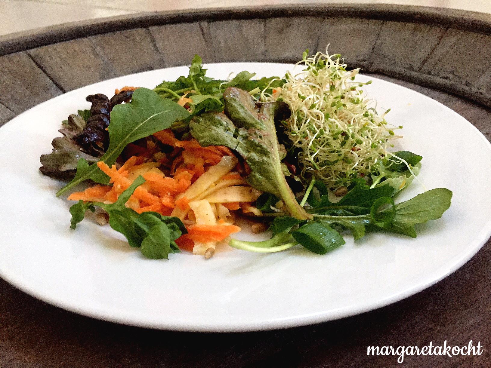 sommerlicher Karotten-Feta-Salat mit Fenchel und Sprossen (und) die Pein des Kennzeichnens