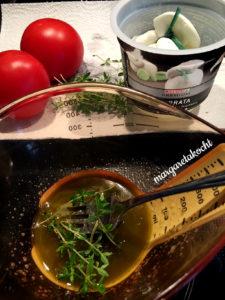 Burrata auf geschmolzenen Tomaten