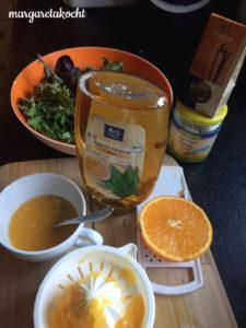 sommerlicher Karotten Feta Salat mit Sprossen