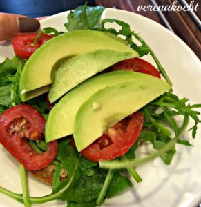 Erdnussbutter | Tomate | Avocado