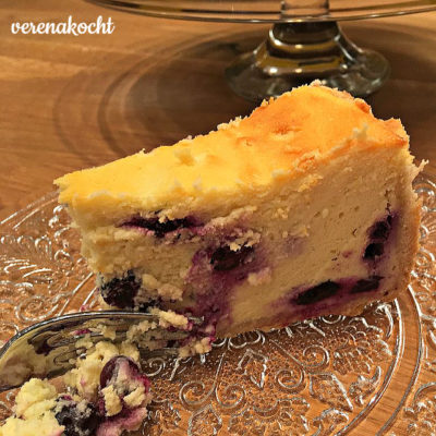 Topfen-Heidelbeer-Torte (oder) Quark-Blaubeer-Torte (oder) Käsekuchen mit Blaubeeren