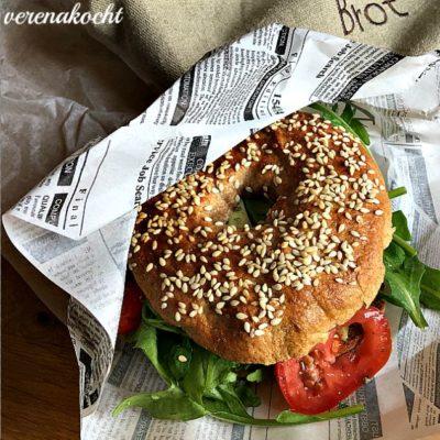 Bagel | Erdnussbutter | Avocado | Rucola (oder) Bagel | Chutney | Käse | Nüsse