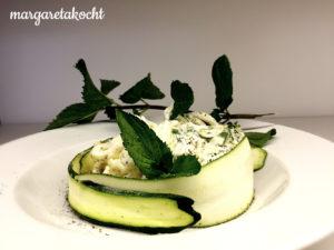 kalter Linguine Zucchini Salat mit Minz Dressing