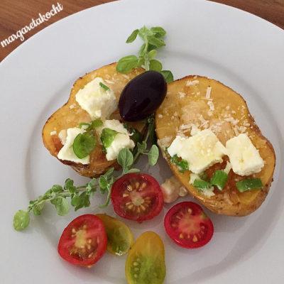 überbackene Ofenkartoffeln mit Schafkäse & Kräutern (und) Welcome Veggie-Friday!
