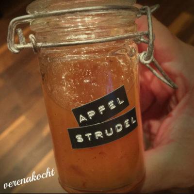 wunderbare Apfelstrudel Marmelade (und) Indian Summer am Frühstücks-Semmerl