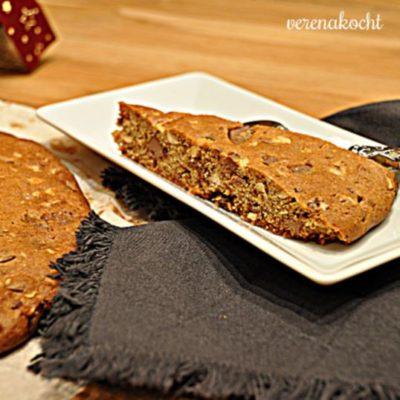 Riesen Cookie mit Haselnüssen & Schokochips (oder) kein Imbiss für Zwischendurch