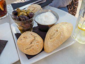 Aioli - Oliven - warmes Gebäck
