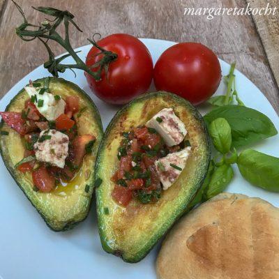 Gebratene Avocados mit Tomaten Salsa (und) Gesund in die neue Woche!