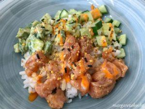köstliche Sushi Bowl mit Lachs
