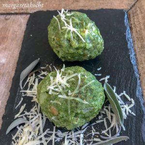 Spinat Knöderln auf Salbeibutter