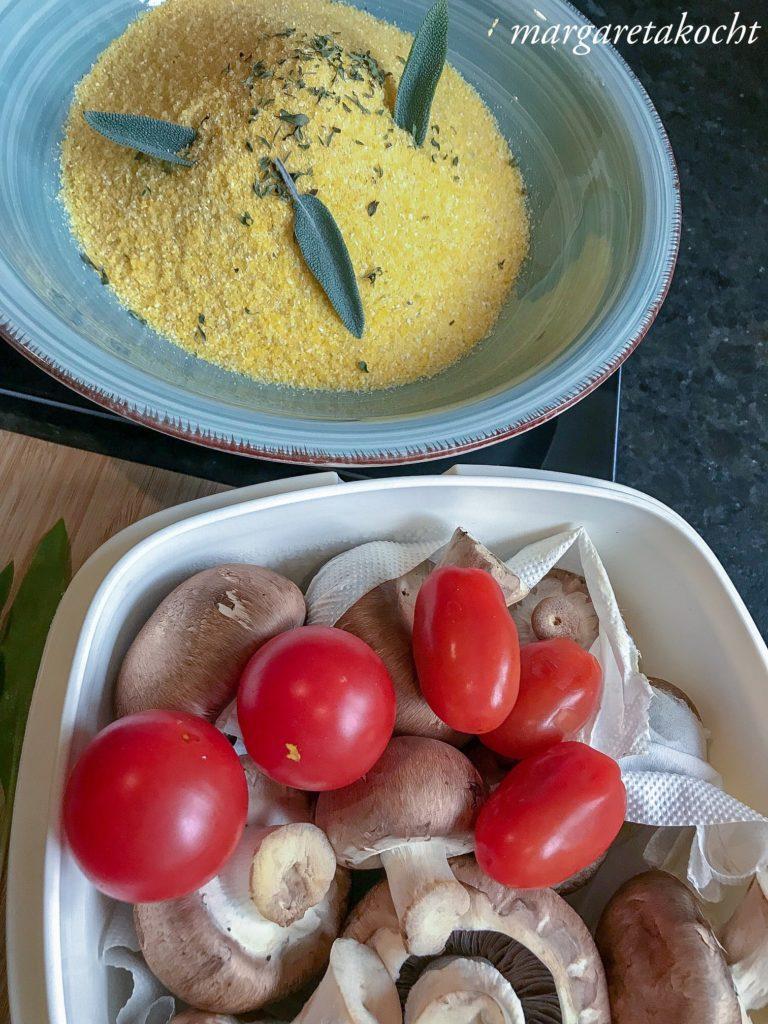 würzige Kräuterpolenta mit Pilzen & Tomaten (oder) leicht, gesund, vegetarisch