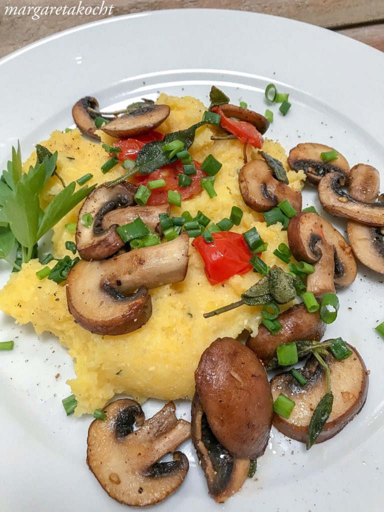 würzige Polenta mit Pilzen & Tomaten