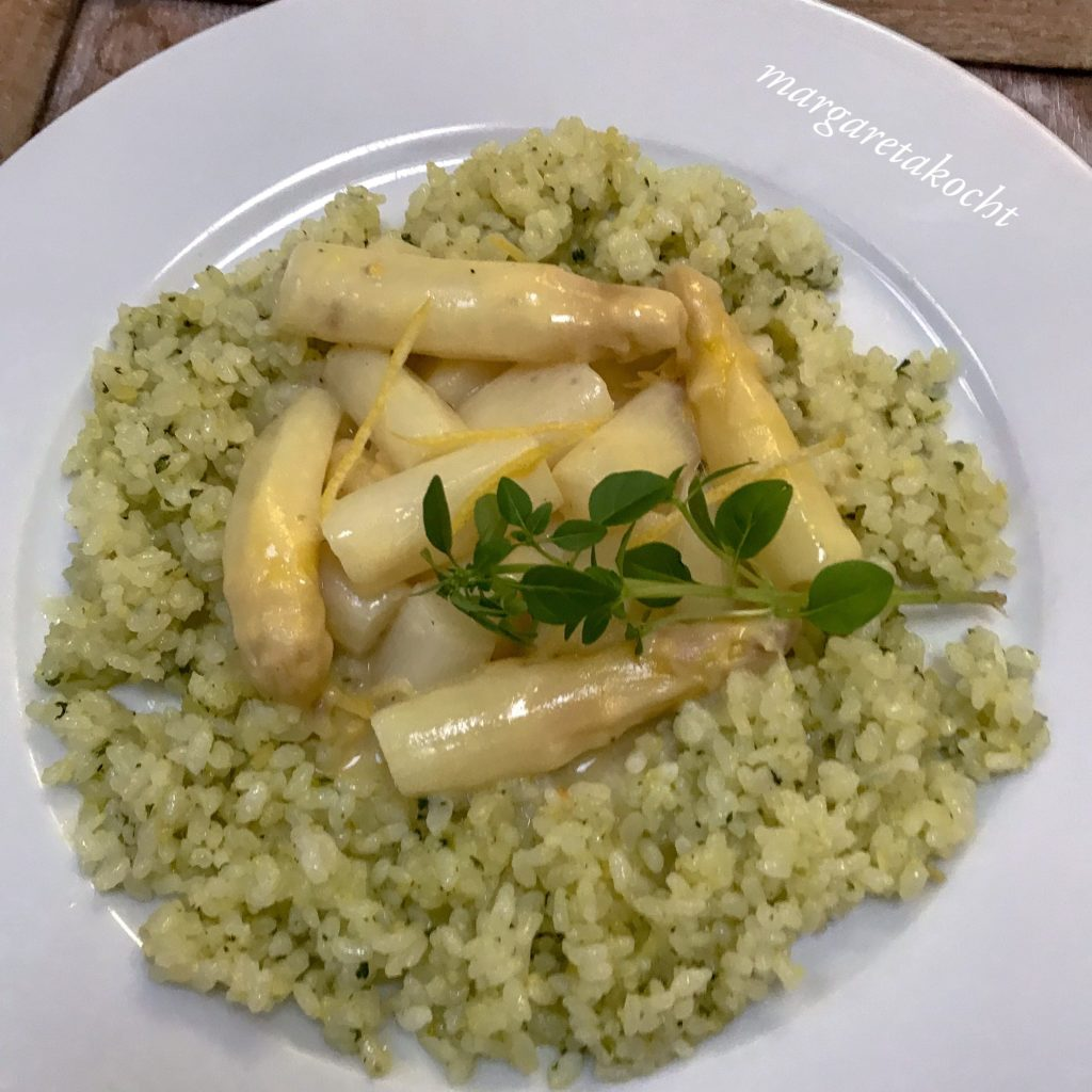 Spargel Ragout auf Pesto-Reis