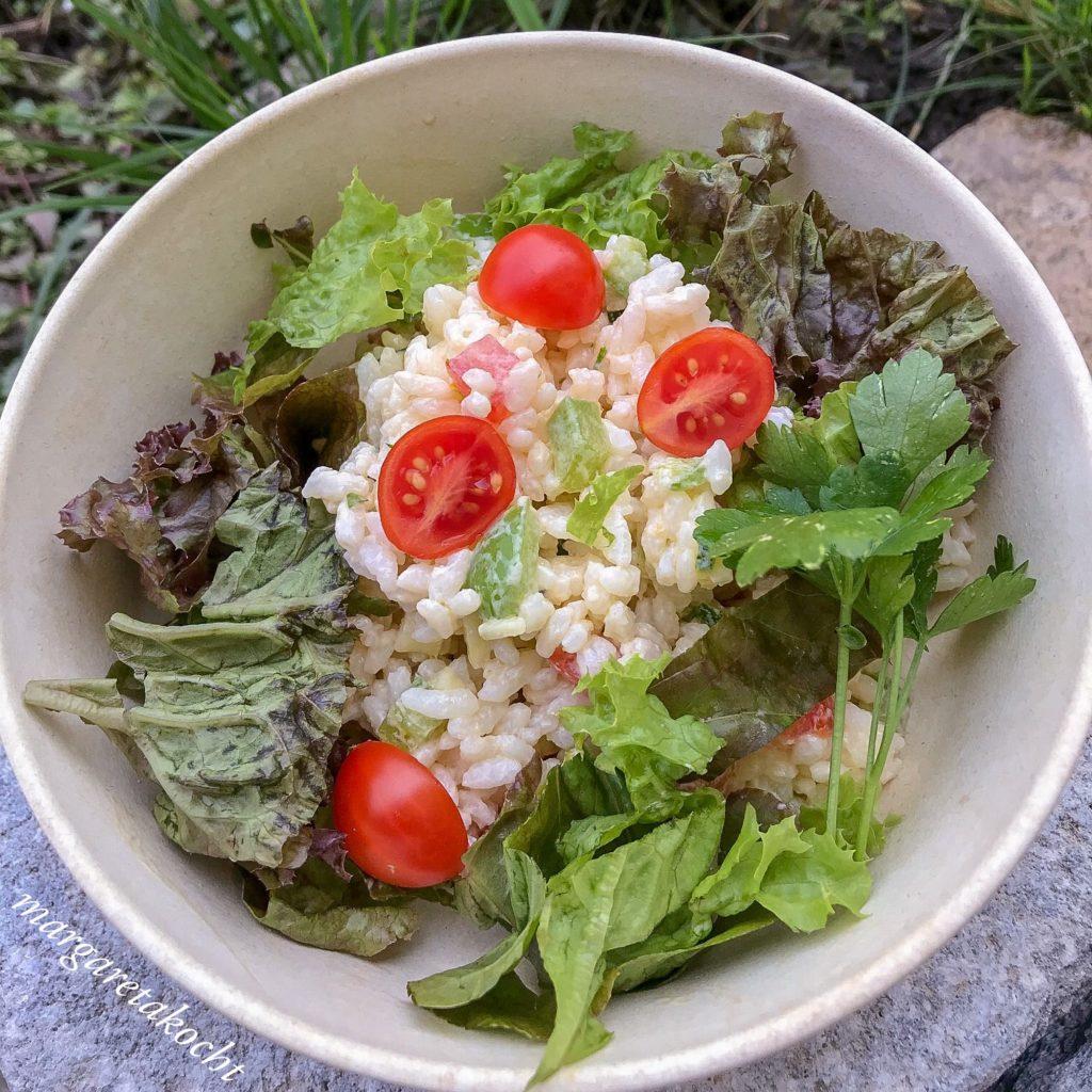 pikanter Reis Salat mit Gemüse & Kräutern (oder) wenn 5 Tage zu 2 Tagen verschwimmen