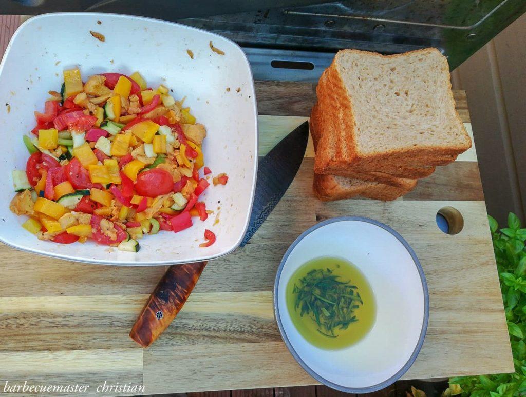 gegrilltes Gemüse mit Eierschwammerln auf Toast