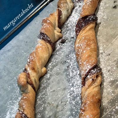 knusprige Nougat Blätterteig Stangen (oder) Nougat Stangerln statt Sonntagskuchen
