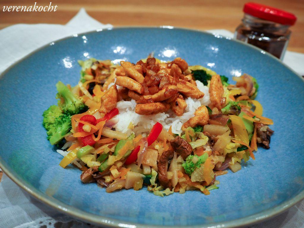 gesunder Hühner Wok mit Veggies
