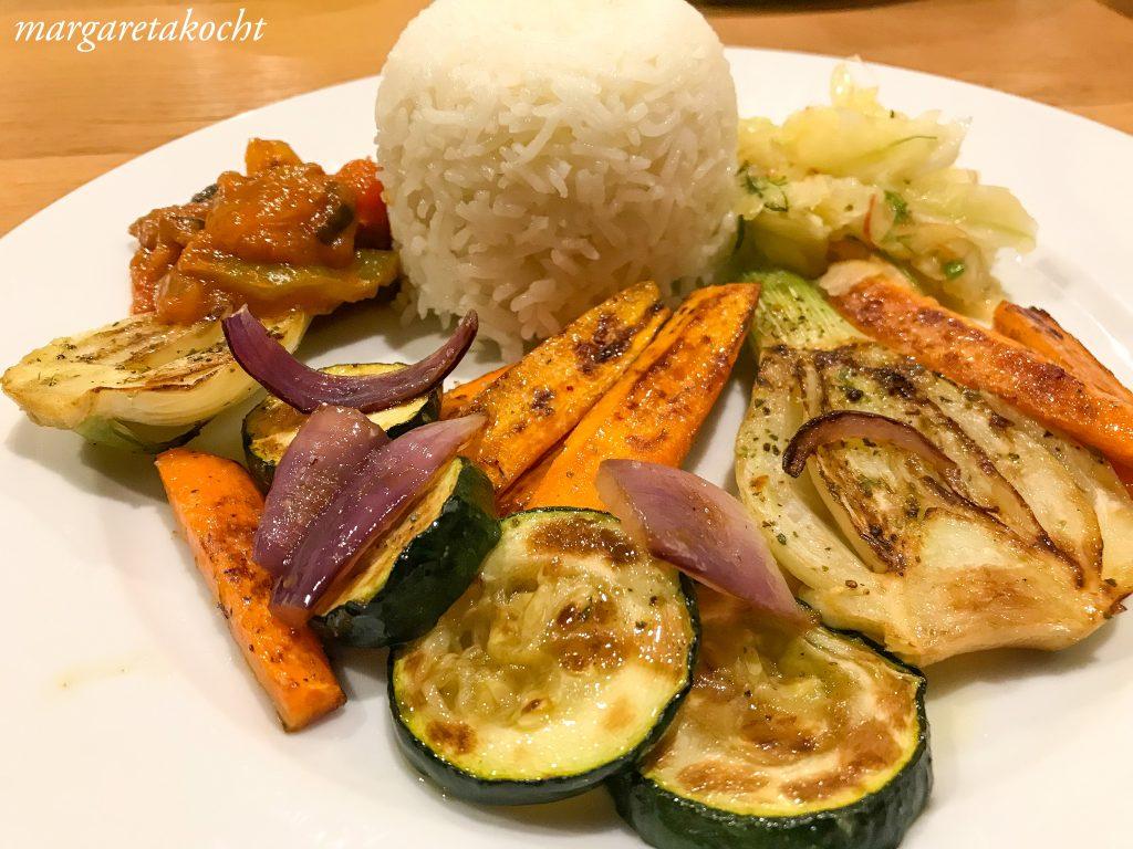 gesundes, geröstetes Gemüse der Saison (oder) kein Brunch ohne geröstetem Gemüse!