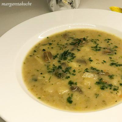 Kartofelsuppe mit getrockneten Steinpilzen (oder) Suppe geht immer!