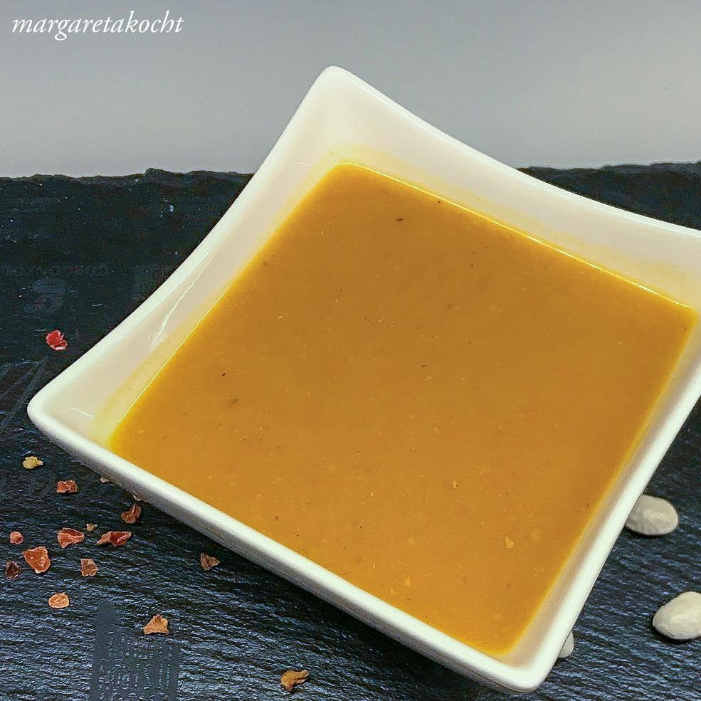 köstliche Winter Suppe mit Bohnen & Tomaten