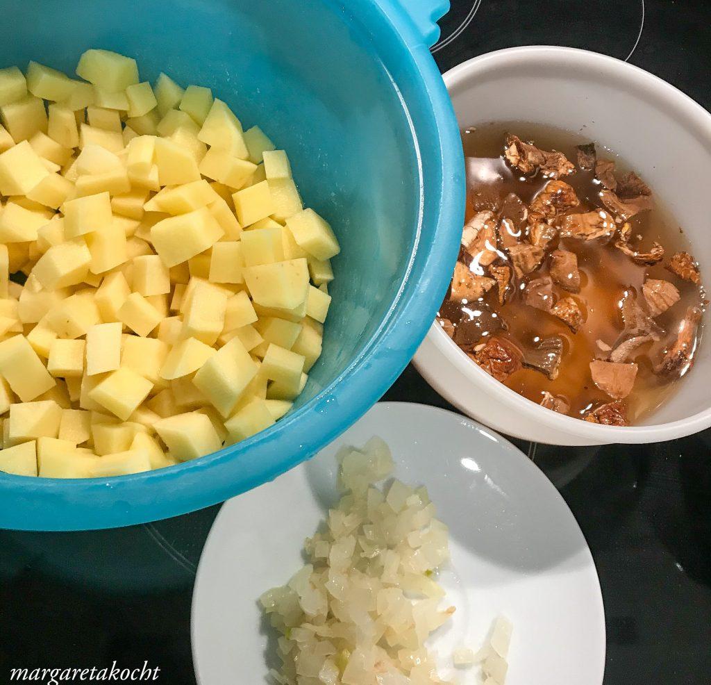 Kartoffelsuppe mit getrockneten Steinpilzen