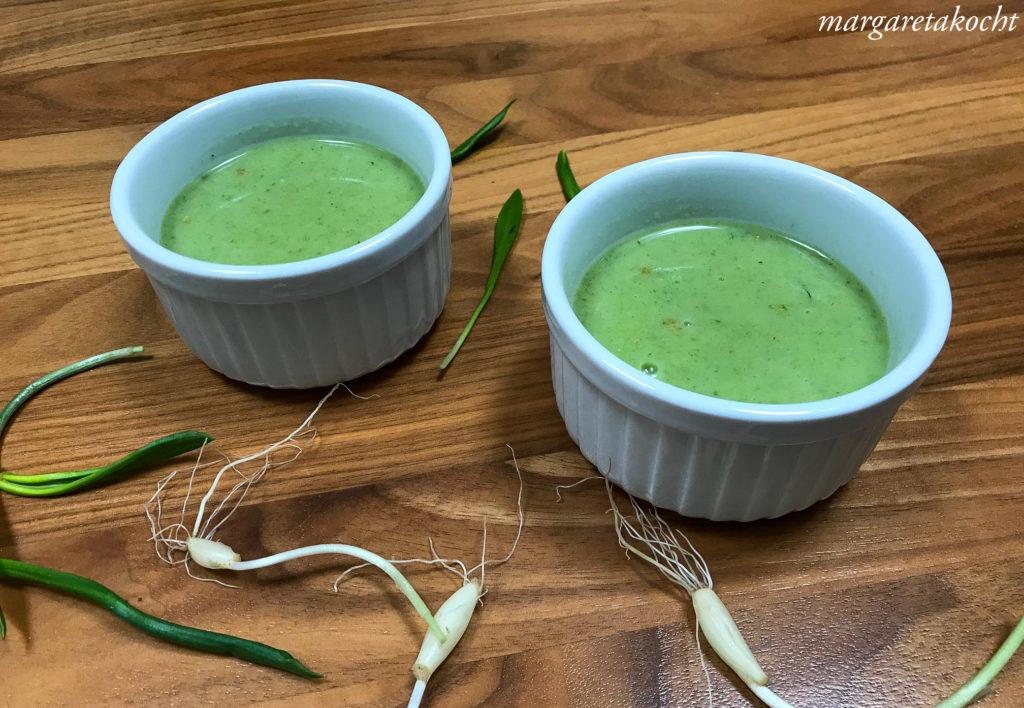 Suppe vom wilden Knoblauch (Bärlauch) mit Maisgrieß