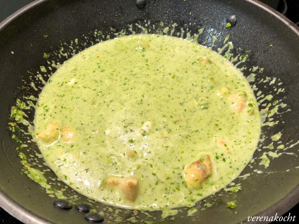 grünes Hühnercurry mit Ananas