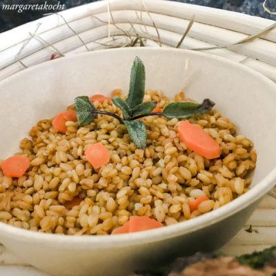Einkorn Karotten Risotto mit Salbeibutter (oder) 2020 – mein Reisejahr! #not