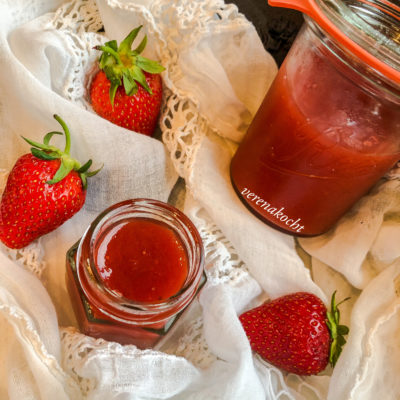 Erdbeer Rhabarber Konfitüre mit Gin (oder) Gin mit Erdbeeren & Rhabarber zum Frühstück
