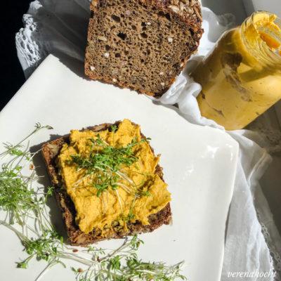 gesunder Karotten Kichererbsen Aufstrich (und) Muttertag mit Abstand!
