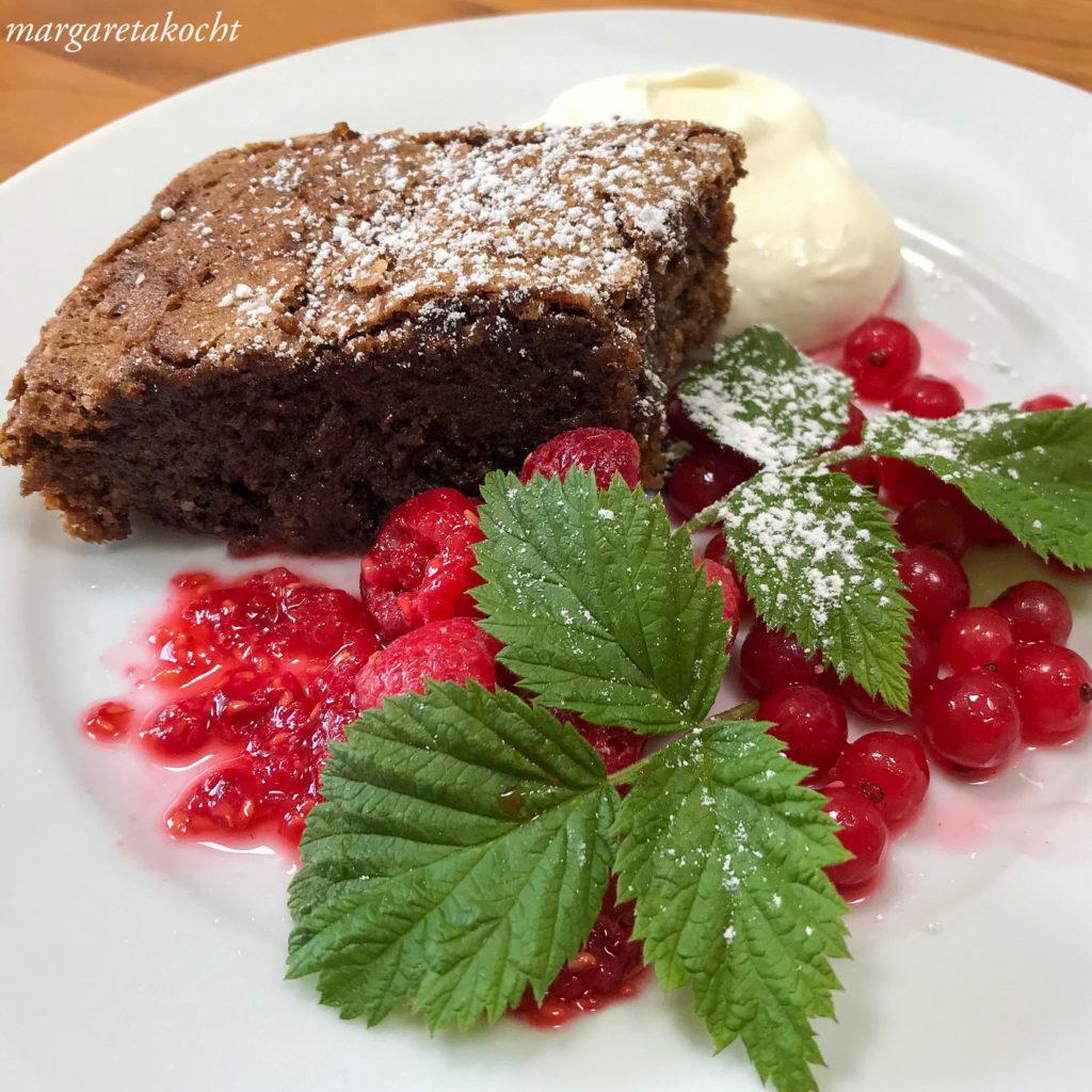 Brownies | marinierte Beeren | Vanille-Topfen-Creme (oder) Der Sonntagskuchen!
