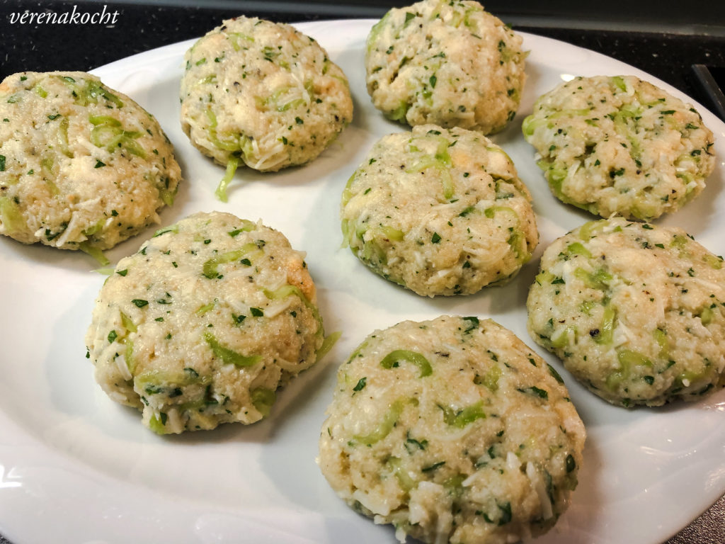 Gurken Käse Laibchen mit Avocado Joghurt Dip