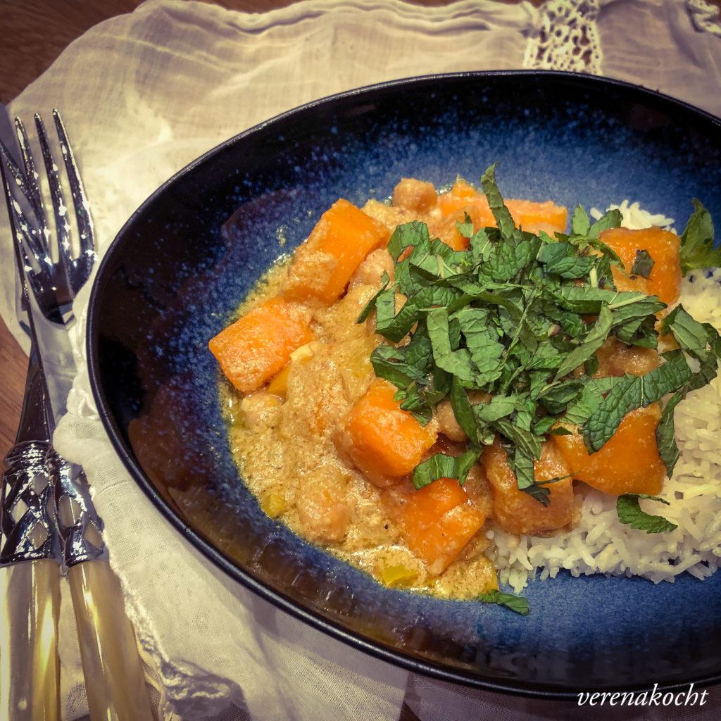 Süßkartoffel Kichererbsen Curry mit Minze