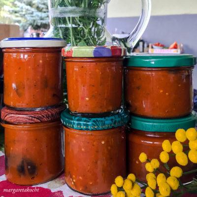 Geschmorte Auberginen in Tomaten Sauce (und) Weihnachten steht vor der Tür!
