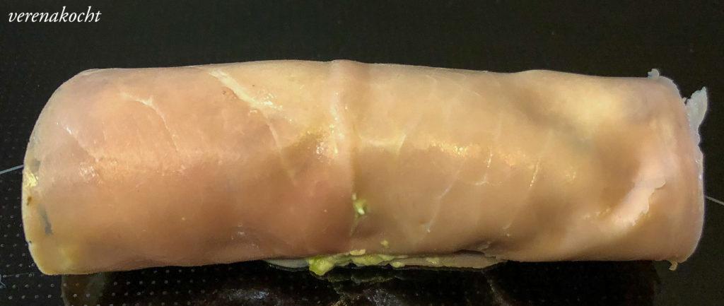 Schinken Avocado Häppchen auf Pumpernickelbrot
