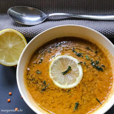 vegane Linsen Suppe mit Süßkartoffeln (und) heiße Suppe für kalte Tage