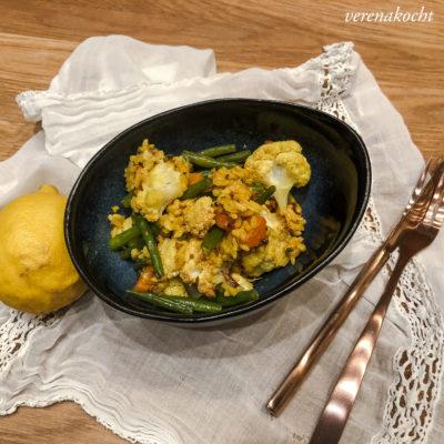 asiatischer Gemüse Reis mit Kurkuma (und) weiter geht's vegetarisch!