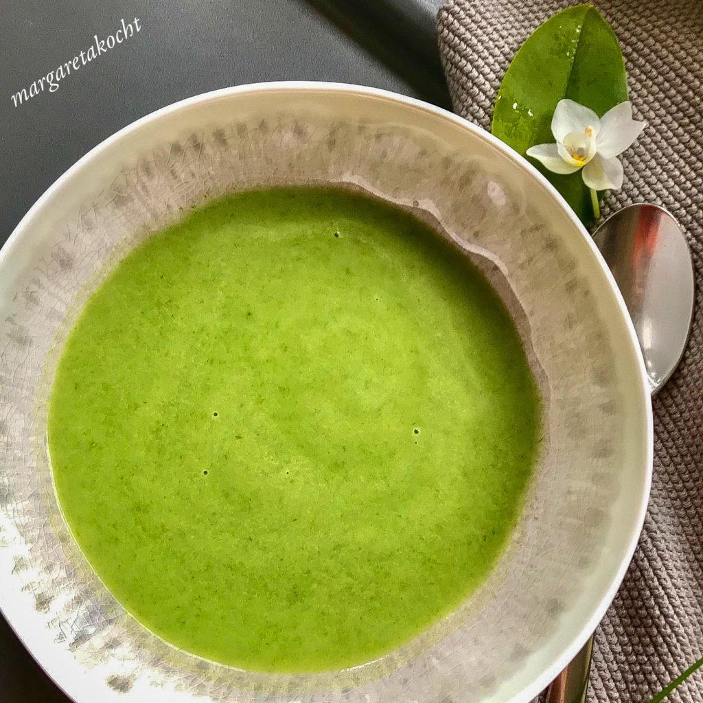 cremige Suppe vom Hundsknoblauch (Bärlauch)