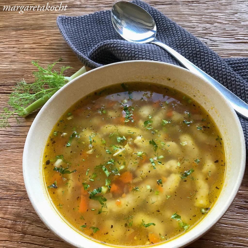 Gemüsesuppe mit Grieß Spätzle