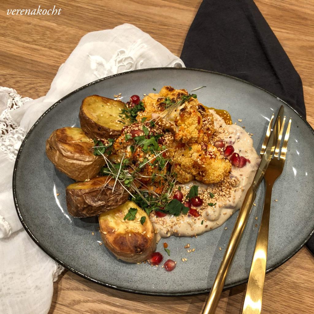 Karfiol mit Harissa und Sauce aus Sesam und Granatapfel