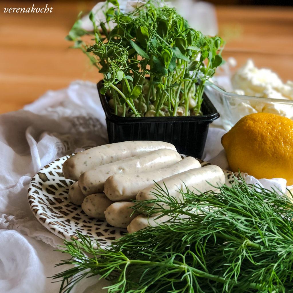 Mini Tartelettes mit Dill-Frischkäse & Grillwürsterln