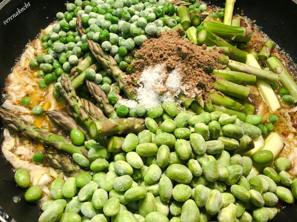Frühlings Pilaw mit grünem Spargel, Edamame & Fenchel