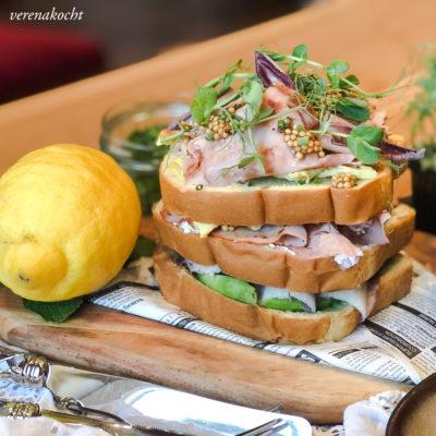 köstlicher Brioche mit knusprigem Schinken, Avocado & Senfkaviar (und) Der erste Schritt zur Normalität!